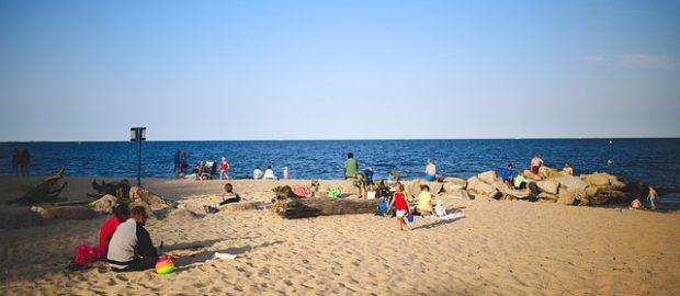 Plażowicze nad morzem