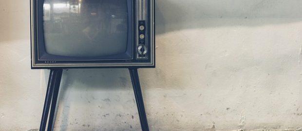 telewizor kineskopowy na nóżkach