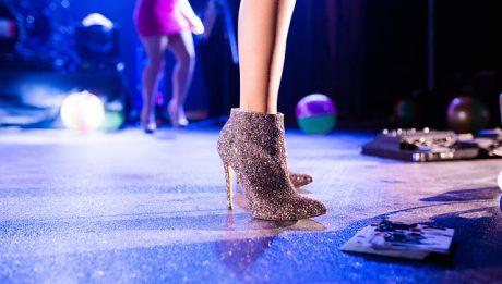 Zarobki w polskim seksbiznesie: ile zarabia prostytutka, ile tancerka go-go, a ile chłopak do towarzystwa?