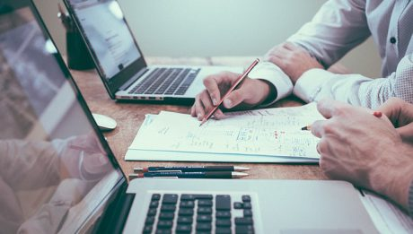 Dokumenty i laptopy