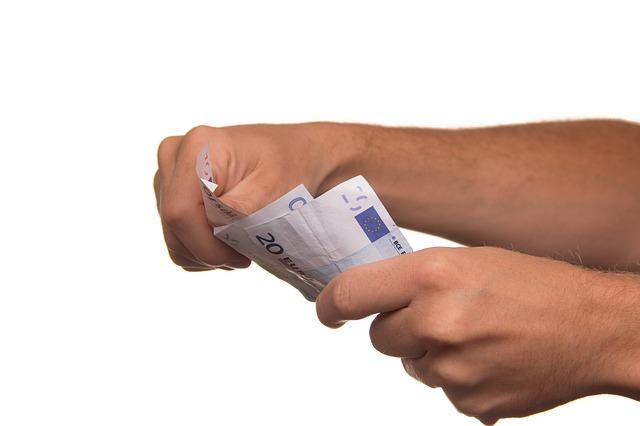 Banknoty w dłoniach