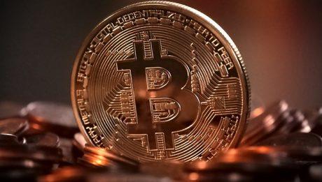 Dlaczego Bitcoin spada? Czy kryptowaluta będzie na giełdzie?