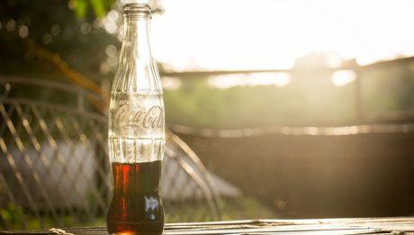 Coca Cola, jak powstała? Jaką ma historię? Czy logo Coca Coli jest najdroższe?