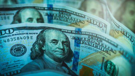 Dolar spada przez problemy Trumpa?