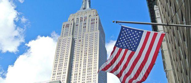 Empire State Building i amerykańska flaga