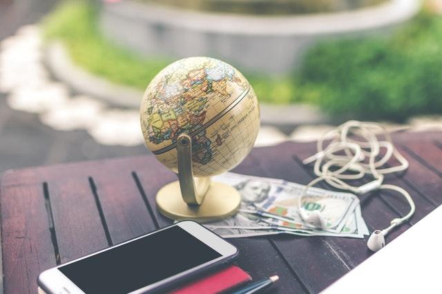 Globus i pieniądze