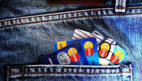 Karty kredytowe z benefitami. Na których kartach kredytowych można dodatkowo zarobić?