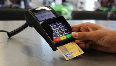 Karty kredytowe, debetowe, zbliżeniowe… typy kart płatniczych, sieci obsługujące karty