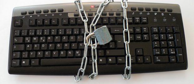 klawiatura zamknięta na kłódkę