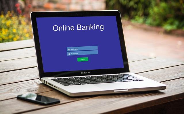 Komputer z aplikacją bankową