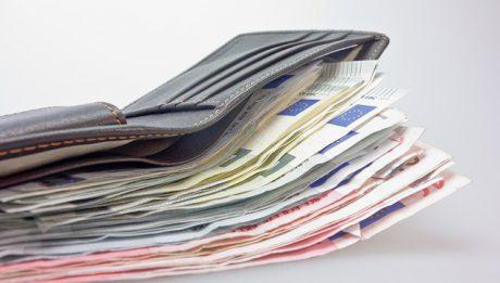 Pieniądze wystające z portfela