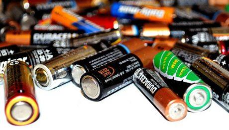 Czy opłaca się kupować drogie baterie? Zwykła bateria czy akumulatorek?