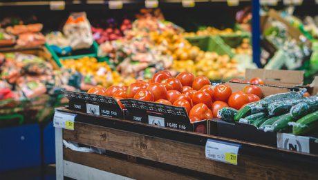 Żywność w sklepach drożeje, a inflacja pochłania nasze wynagrodzenia