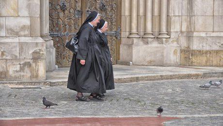 Ile zarabia ksiądz? ile zarabia zakonnica?