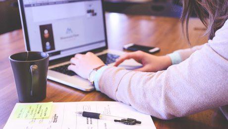 Pomysł na biznes w internecie – sklep internetowy, co jeszcze? Jak zarabiać w internecie?