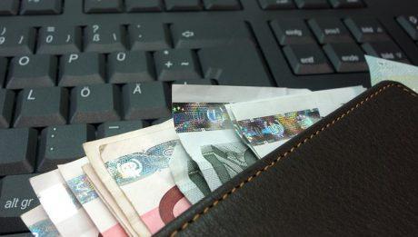 Jak porównywać pożyczki pozabankowe? Które instytucje finansowe oferują pożyczkę za 0 zł?