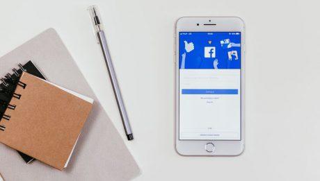 Facebook wprowadza nową usługę: inteligentne ogłoszenia o pracę