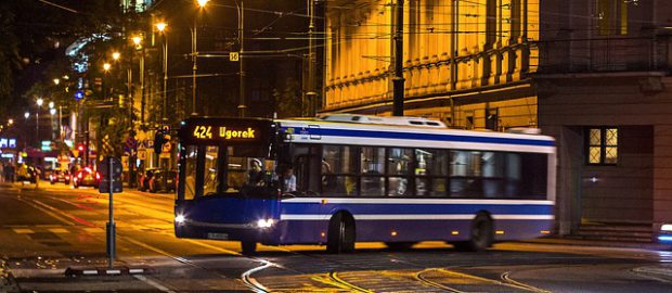 autobus nocą