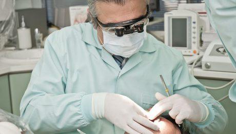 NFZ przeznacza coraz mniej pieniędzy na leczenie zębów