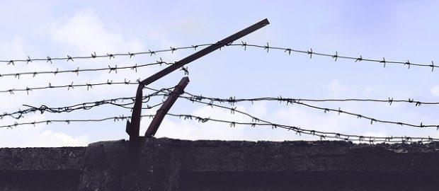 Więzienny mur