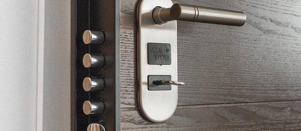 Drzwi do mieszkania z kluczem