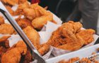 Fast foody groźne dla zdrowia jak papierosy – zobacz co w śmieciowym jedzeniu szkodzi najbardziej