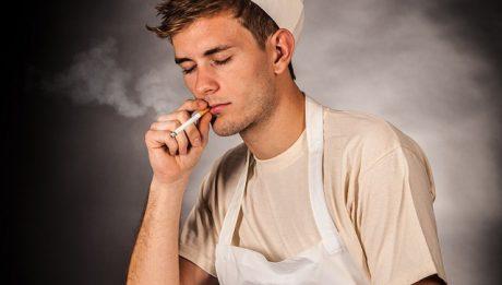 Palenie papierosów w pracy: czy można zakazać?