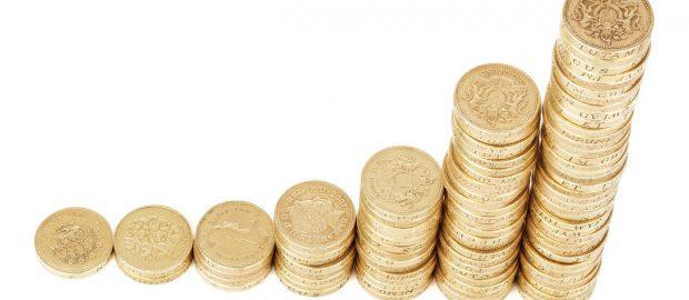 wykres rosnący z monet
