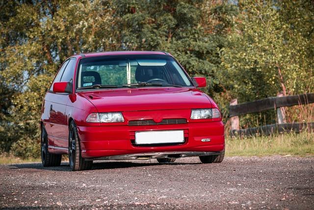 czerwony Opel Astra