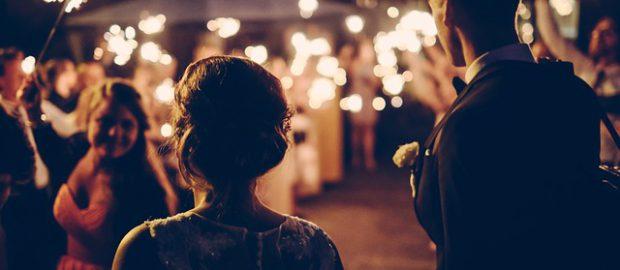 Para na przyjęciu weselnym