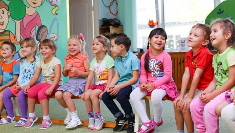 Ile kosztuje żłobek, przedszkole, ile zajęcia popołudniowe dla dzieci? W których miastach najtańsze, najdroższe opłaty?