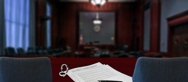 Sala rozwodowa i dokument rozwodowy