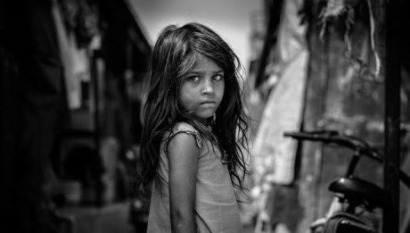 Ubóstwo dzieci w Polsce – jak wygląda, kto pomaga ubogim dzieciom? Jak pomóc może każdy?