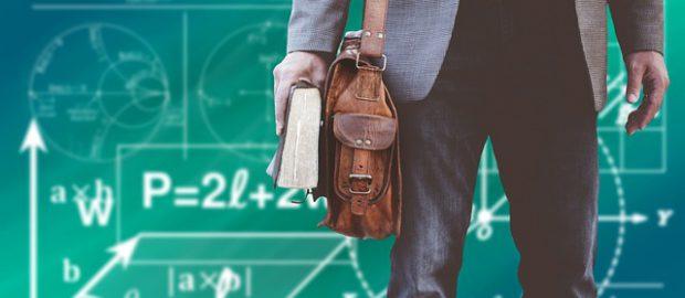 Student przed tablicą