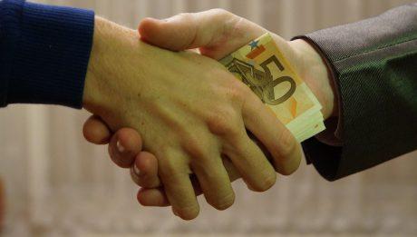 Poręczyciel kredytu – kim jest, jakie ma obowiązki?