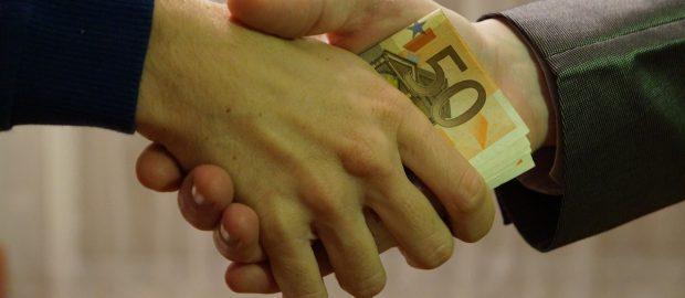 dłonie i pieniądze