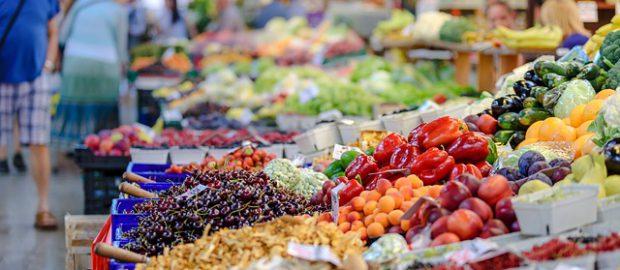 Warzywa i owoce na targu
