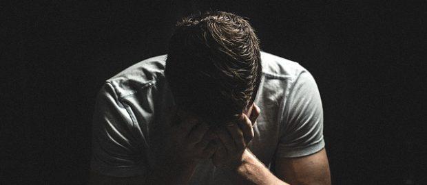 Zrozpaczony mężczyzna