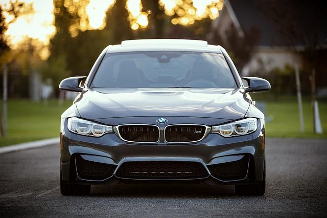 samochód BMW od przodu