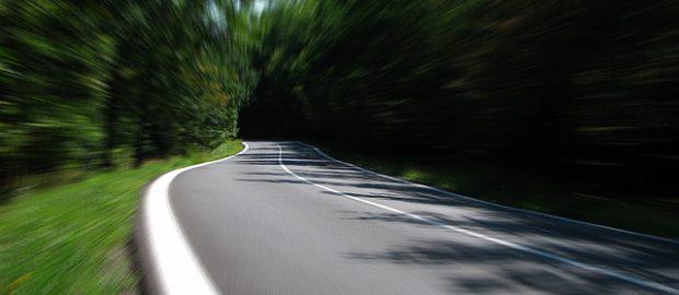 duża prędkość na drodze