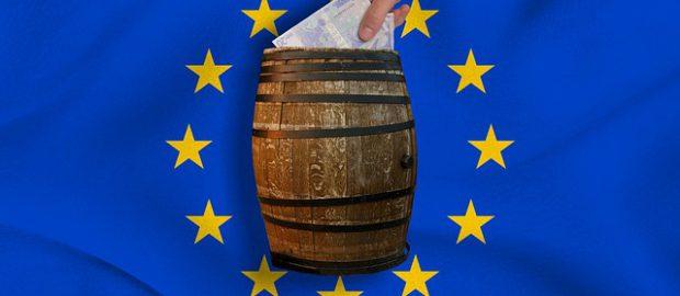 flaga unii i banknoty euro