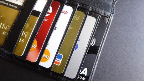 Kredyt odnawialny czy debet w koncie – co zamiast kredytu gotówkowego?