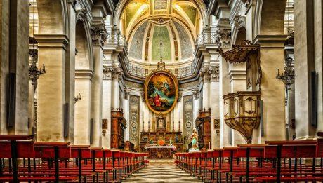 Dlaczego kościoły pustoszeją? Wierni odwracają się od Kościoła?