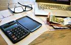 Faktoring pełny i odwrotny – co się bardziej opłaca? Koszty faktoringu