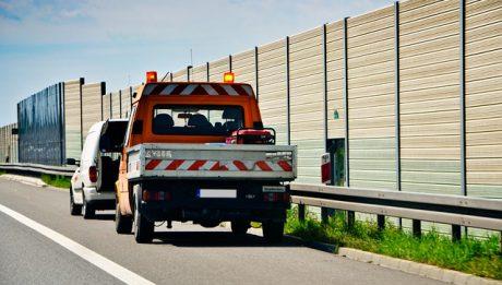 Ubezpieczenie assistance i mini assistance – dodatkowe polisy komunikacyjne, o których kierowca powinien wiedzieć