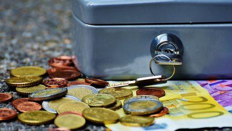 Kredyt konsumencki a konsumpcyjny, jakie różnice? Kiedy warto wziąć?