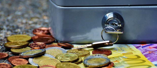 pieniądze i sejf