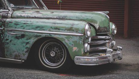 Czy opłaca się wykupić AC dla starego auta?