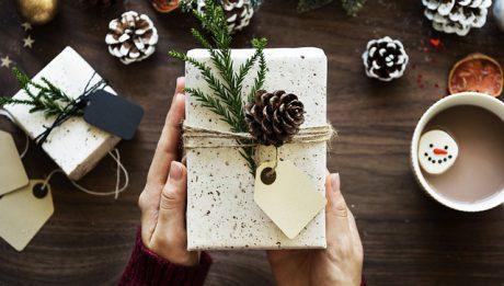 Pakowanie prezentów świątecznych