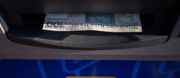 Pieniądze wypłacane z bankomatu